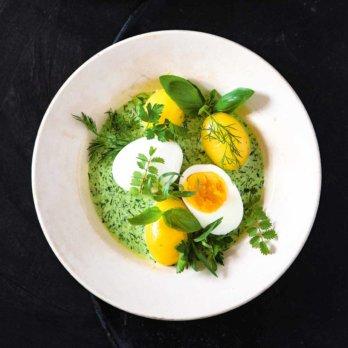 Eier mit grüner Soße von Autor Stevan Paul
