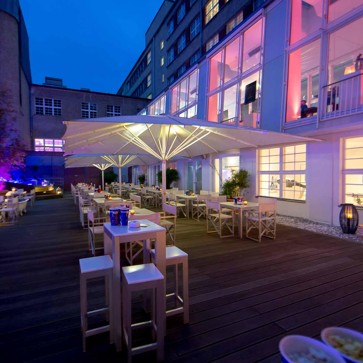 Sommergarten im Hotel Ellington Berlin Wilmersdorf 10