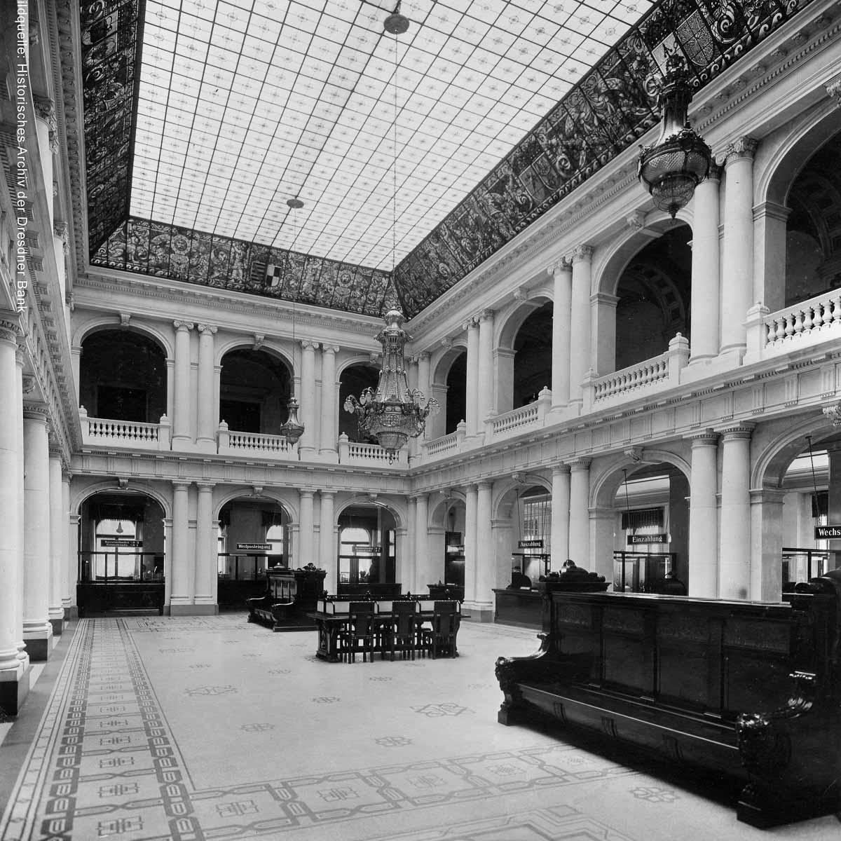 Historische Aufnahme der Schalterhalle Hotel de Rome