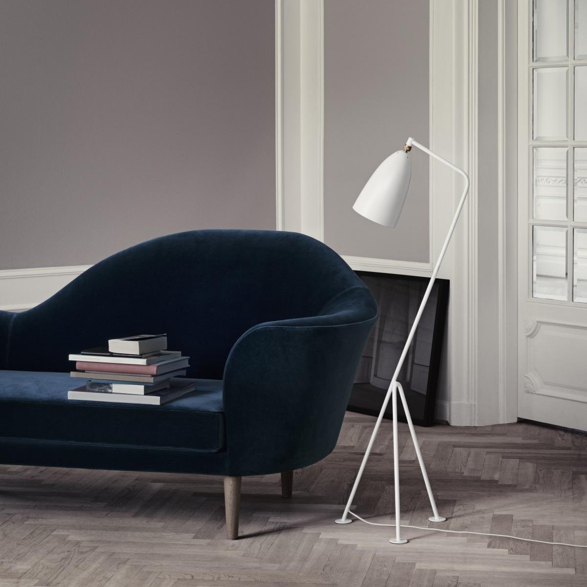 Gubi Kopenhagen_Grashoppa Stehleuchte_Grand Piano Sofa