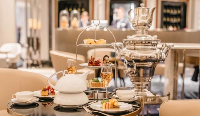 The Ritz-Carlton Berlin Tea Time © Jonathan Lipking