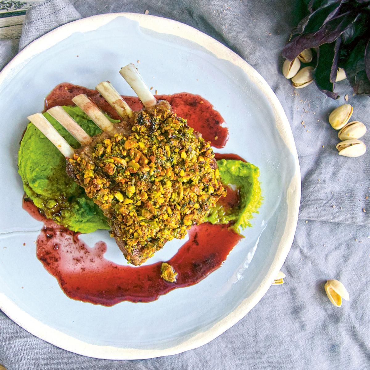 Rezept für Lammkarree mit Pistazien Erbsenpüree Portweinjus