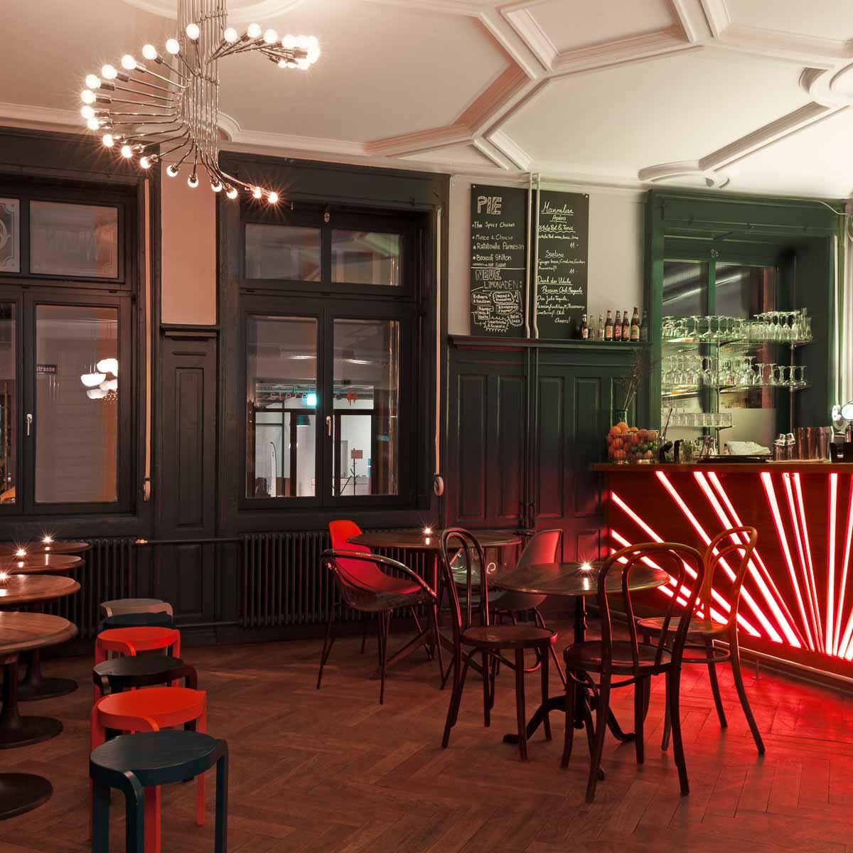 Maximilian Bar & Cafe München-3