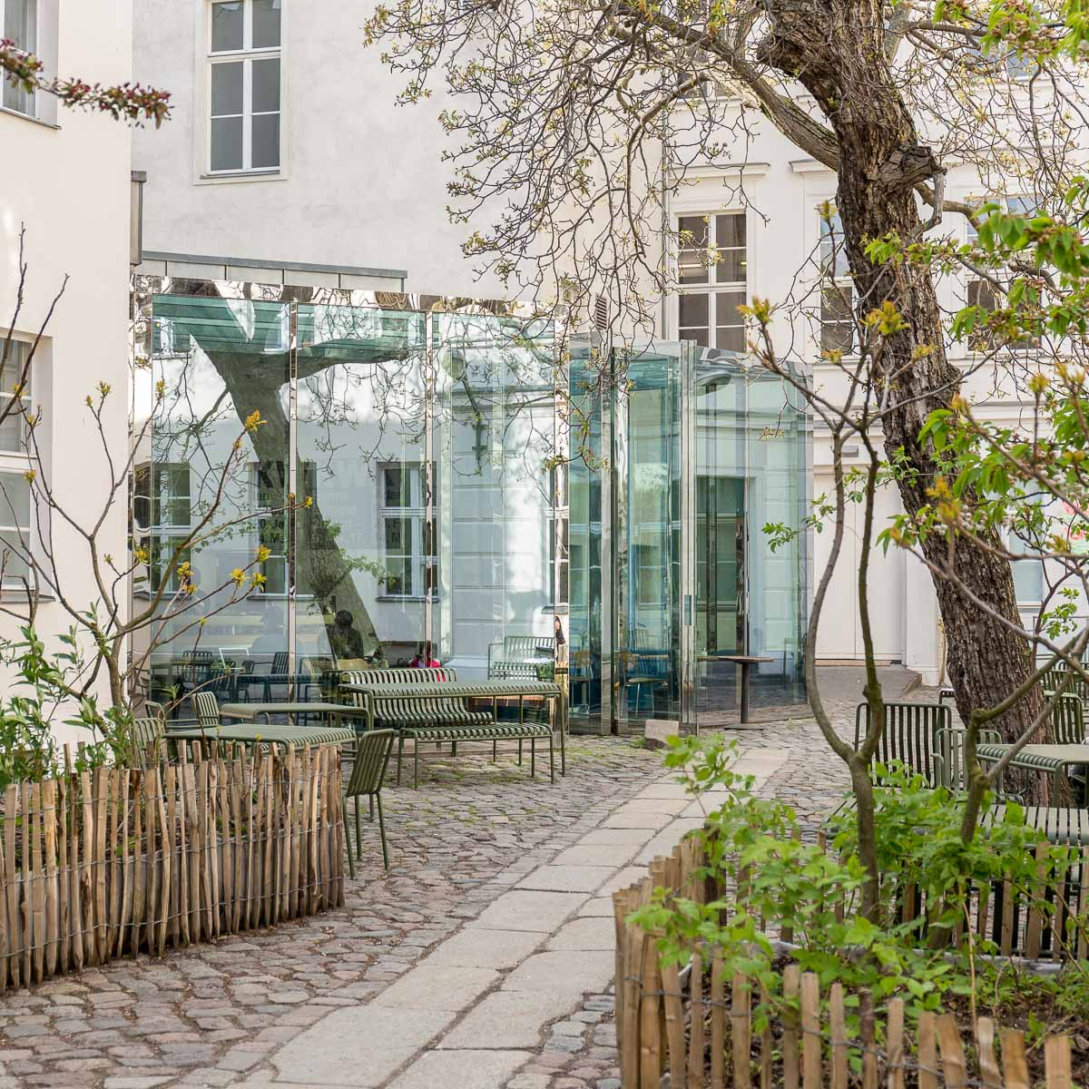 Café Bravo in der KW in Berlin-Mitte © Fran Sperling