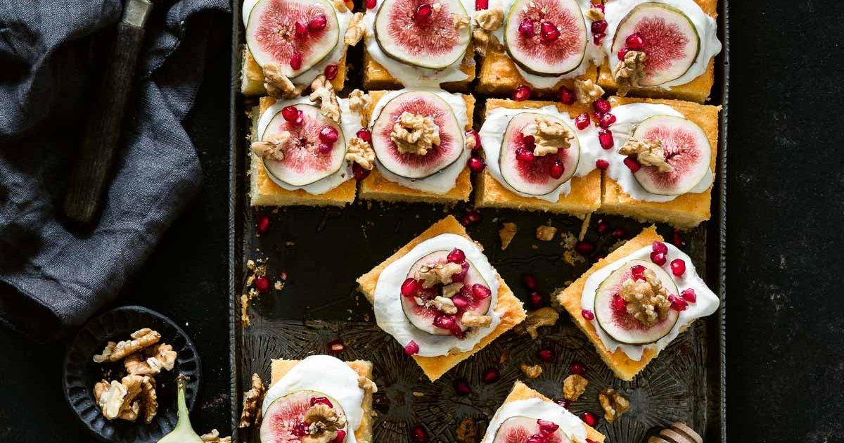 Rezept für Grießkuchen mit Joghurt und Feigen | CREME GUIDES