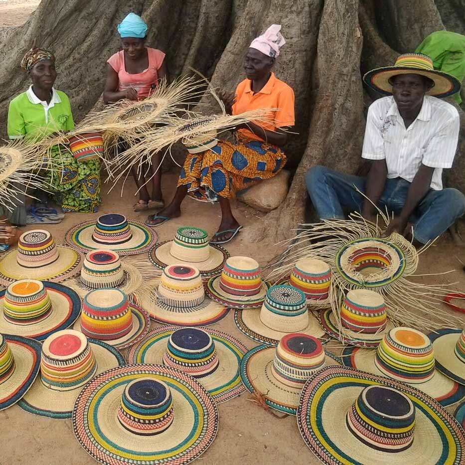 Strohhüte von Fiona Bennett produziert in Ghana