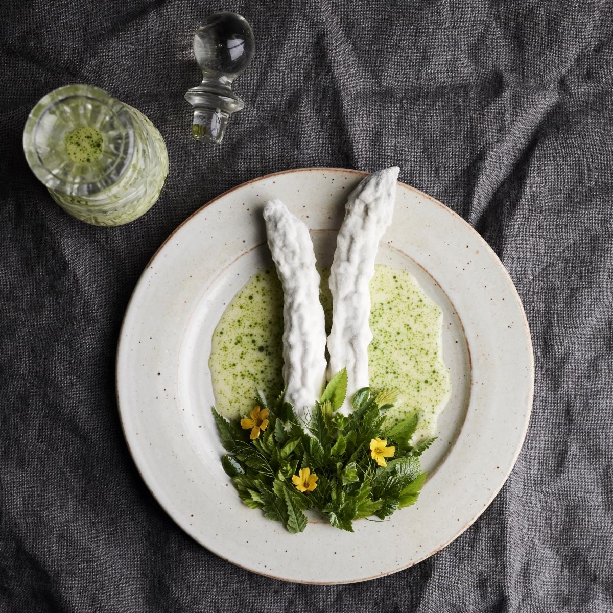 Restaurant Noma Kopenhagen_vegetarisches Sommermenü_Grüner Spargel mit Kräutern