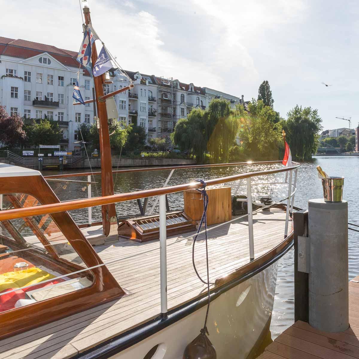 Riethoen Exklusive Bootstouren auf der Spree-1