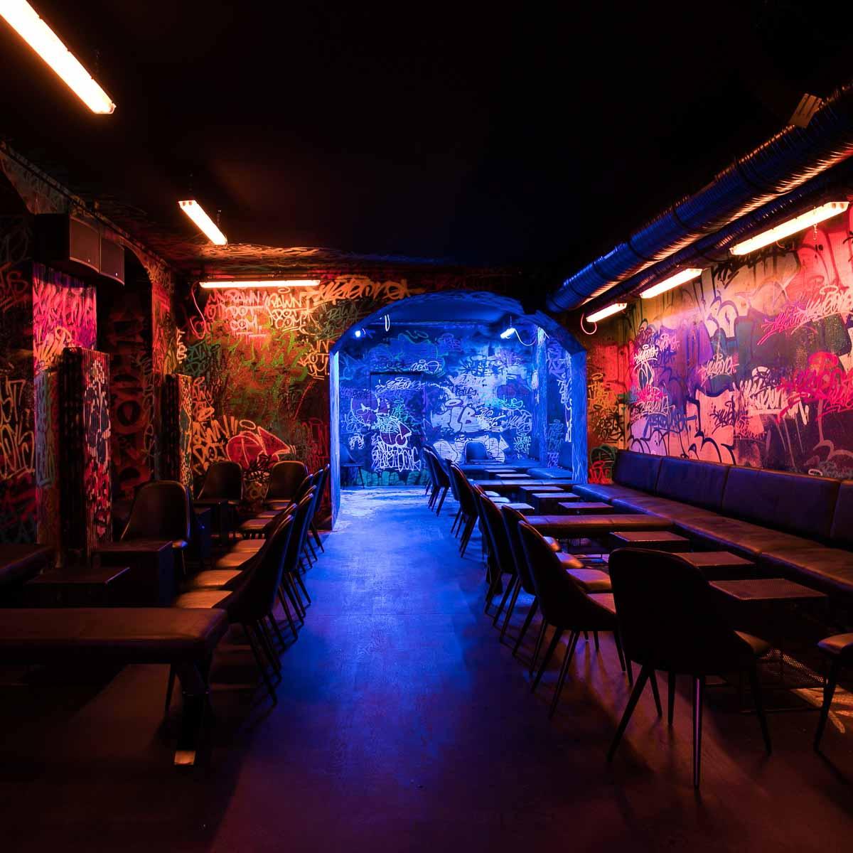 Pawn Dot Com Bar auf der Torstarße in Berlin-Mitte-2