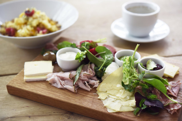 Frühstück im Hallmann & Klee in Neukölln
