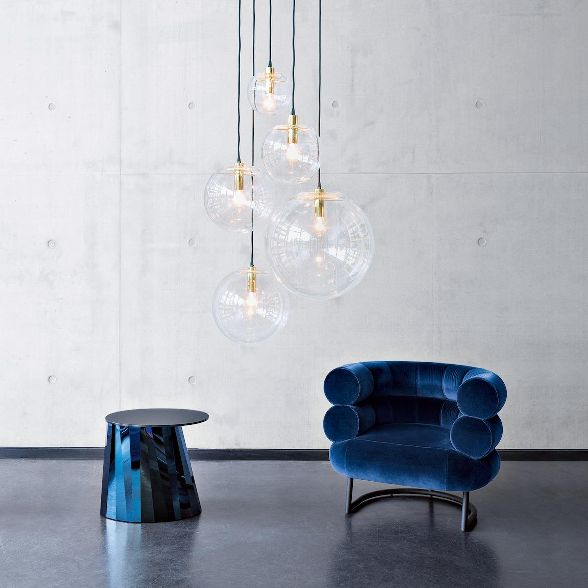 Pli Side Table, Selene Leuchte und Bibendum Sessel von Classicon © Foto Elias Hassos
