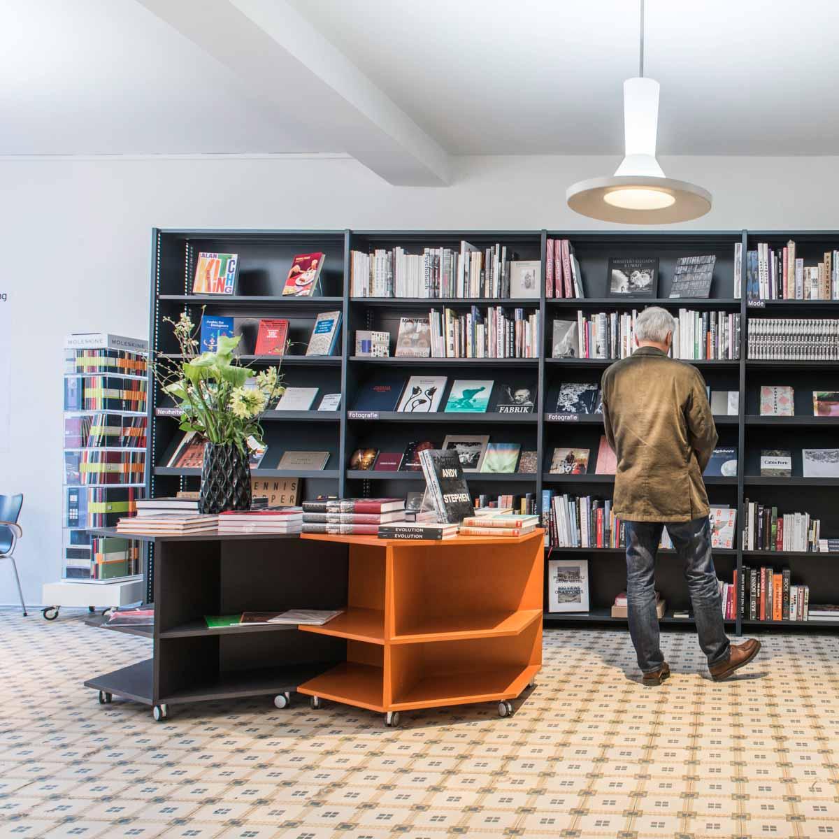 Buchhandlung Never Stop Reading Zürich-2