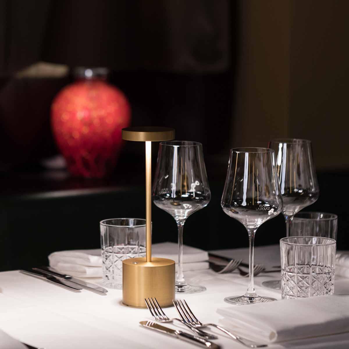 Irma La Douce Tisch © White Kitchen