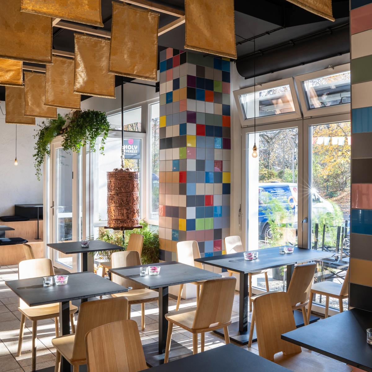 Holy Everest Restaurant Berlin Prenzlauer Berg-2
