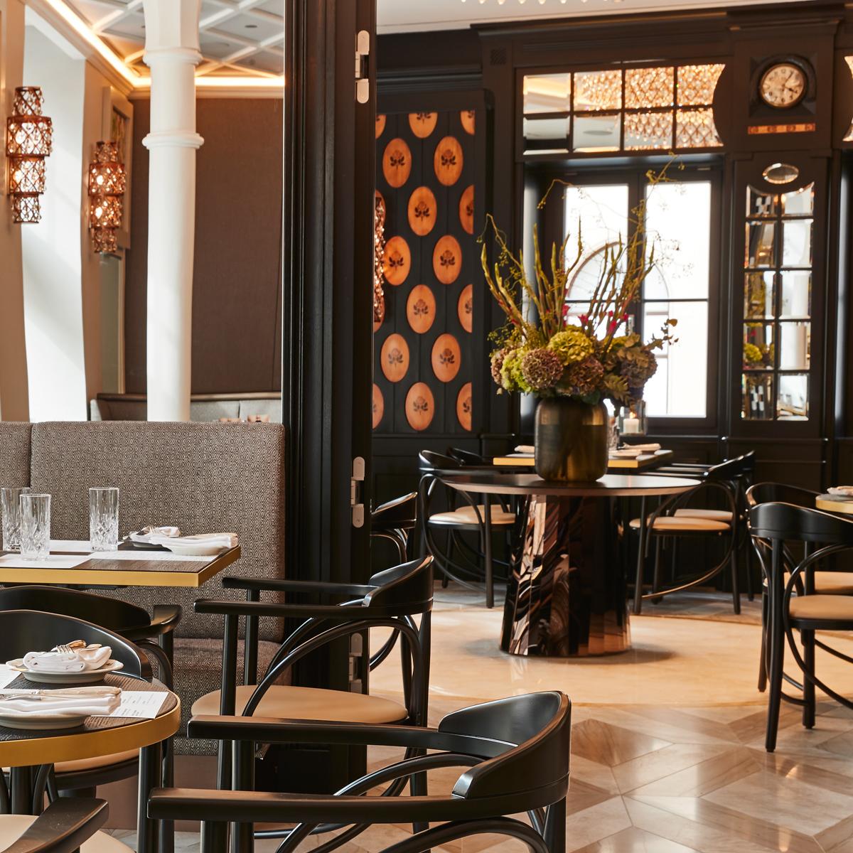 Schwarzreiter Restaurant im Hotel Vier Jahreszeiten München-4