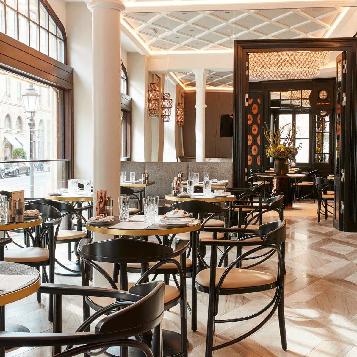Schwarzreiter Restaurant im Hotel Vier Jahreszeiten München-5