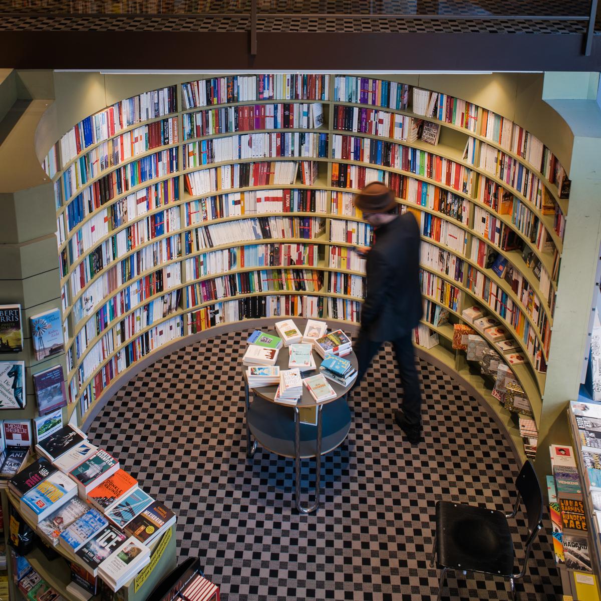 Buchhandlung im Volkshaus in Zürich-1