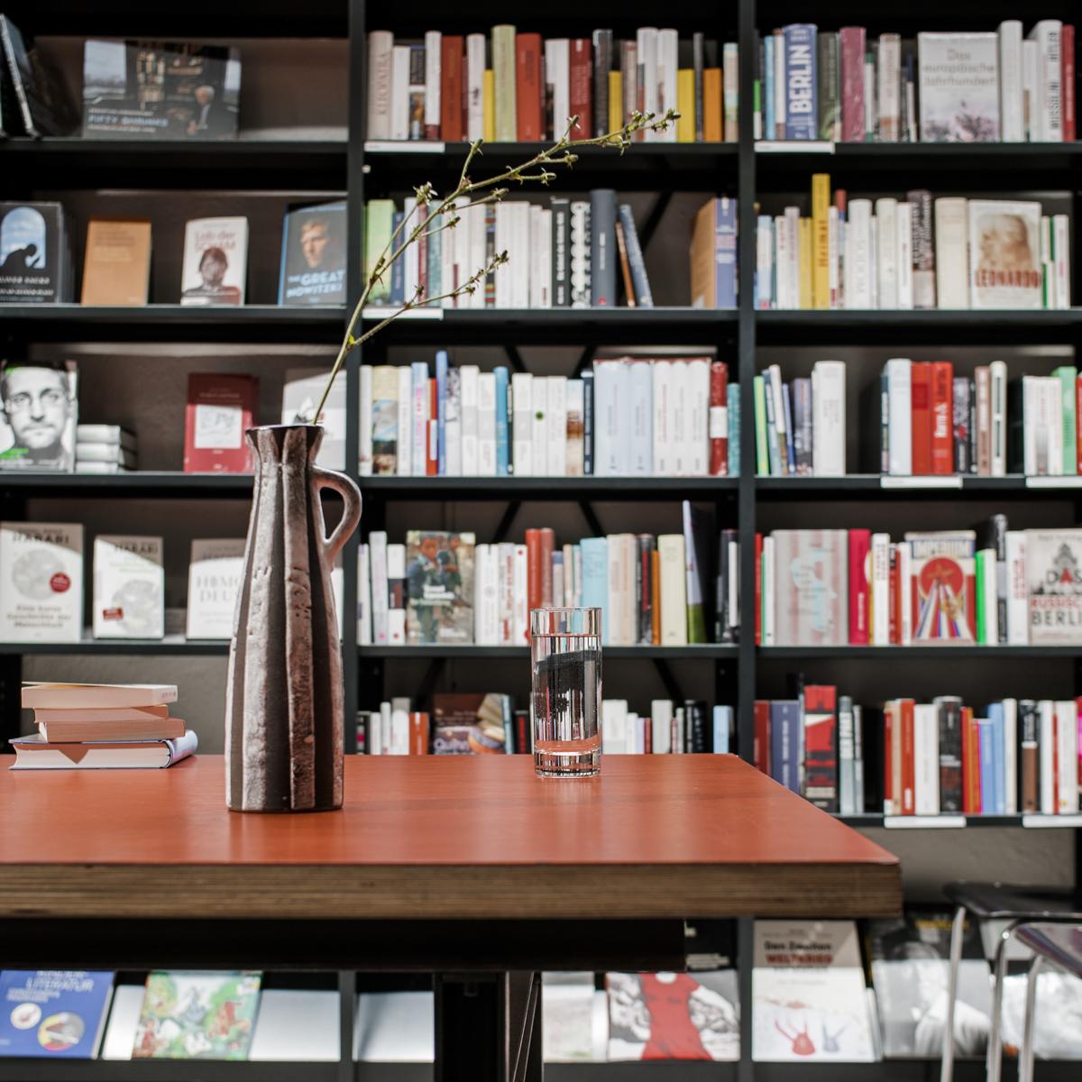 Buchhandlung im Volkshaus in Zürich-4
