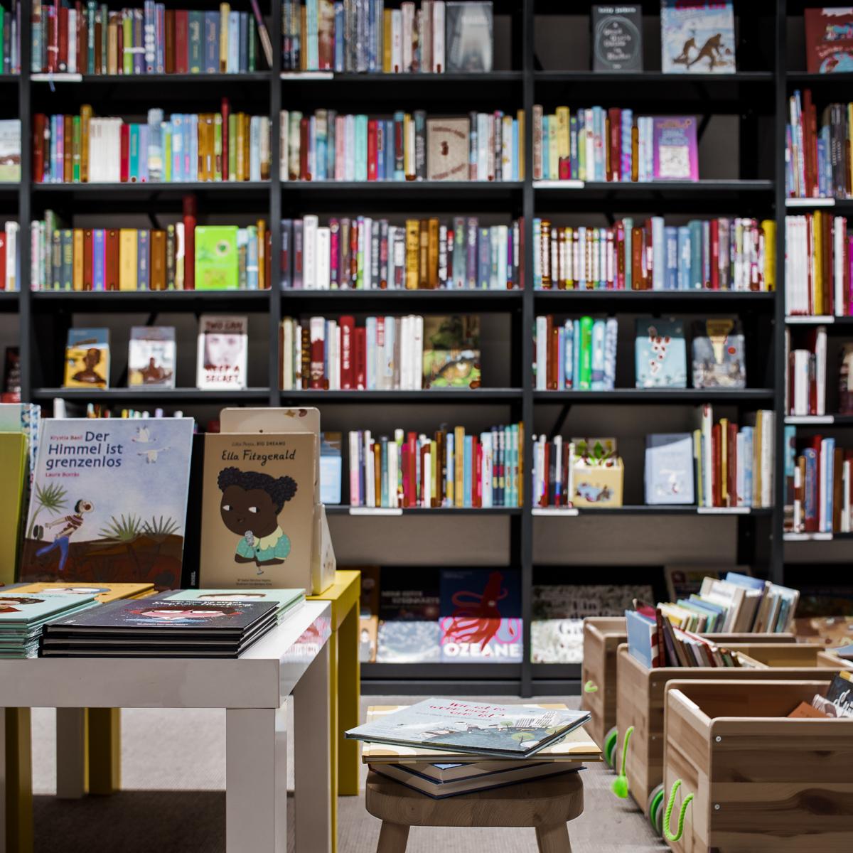 Buchhandlung im Volkshaus in Zürich-5