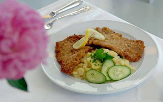 Schnitzel im Restaurant Alpenstück in Berlin