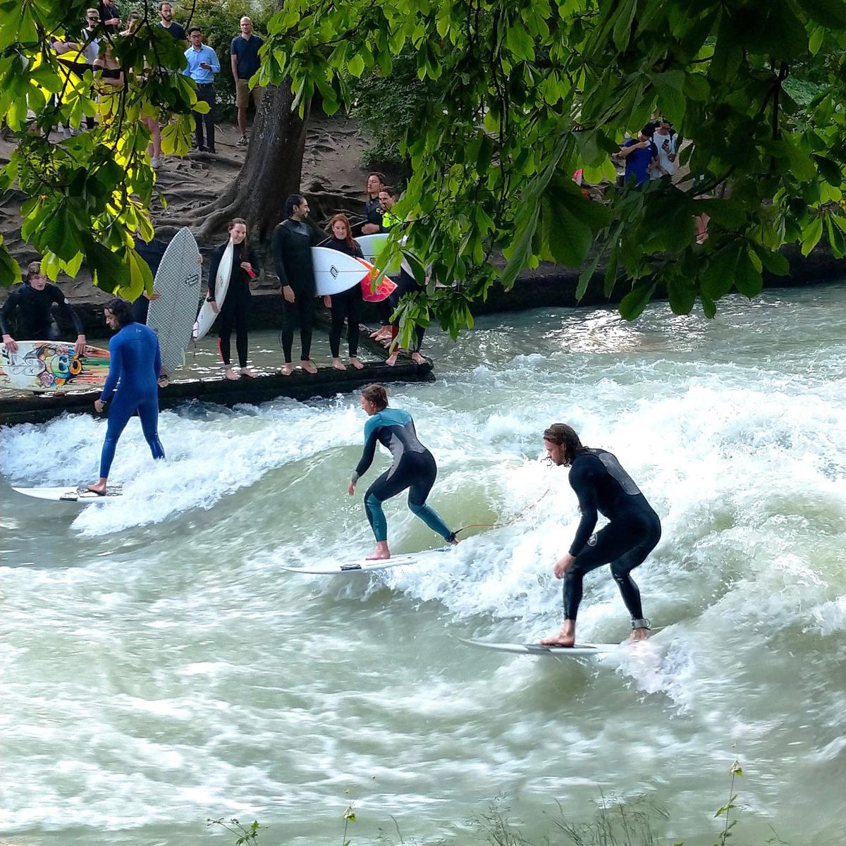 Surfen im Eisbach in München