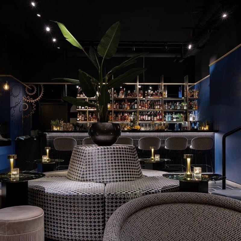 Contemporary Bar in München-2