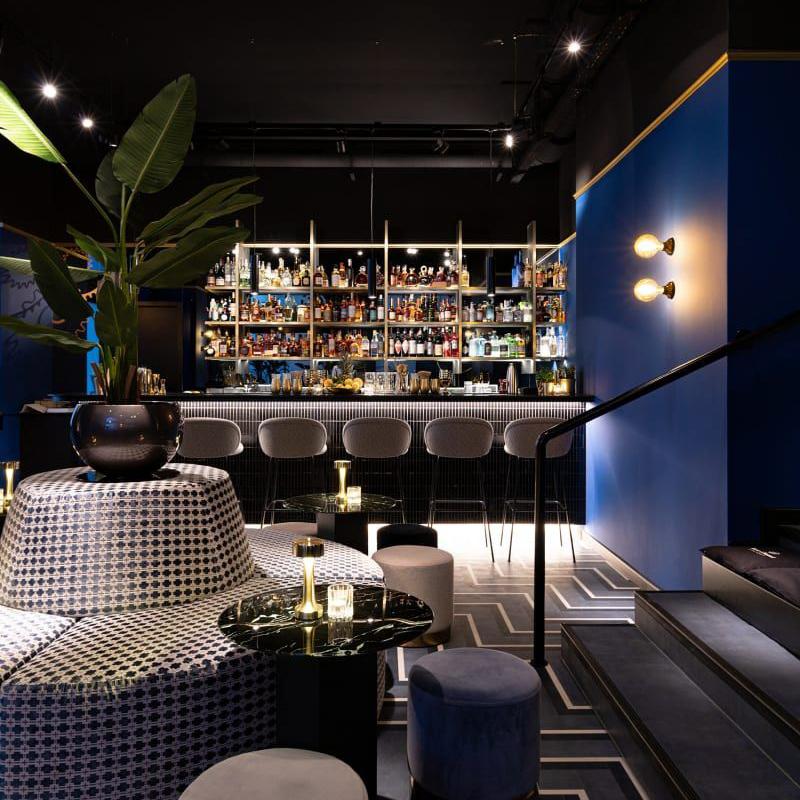 Contemporary Bar in München