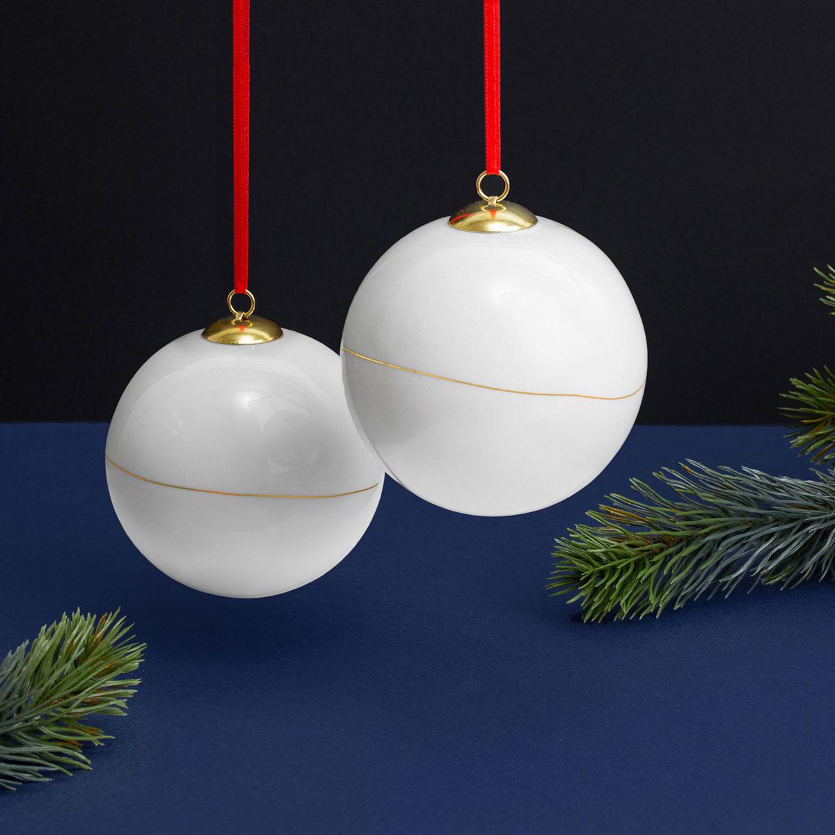 feinesweisses-Weihnachtskugeln-Porzellan-groß-mit-Goldlinie-