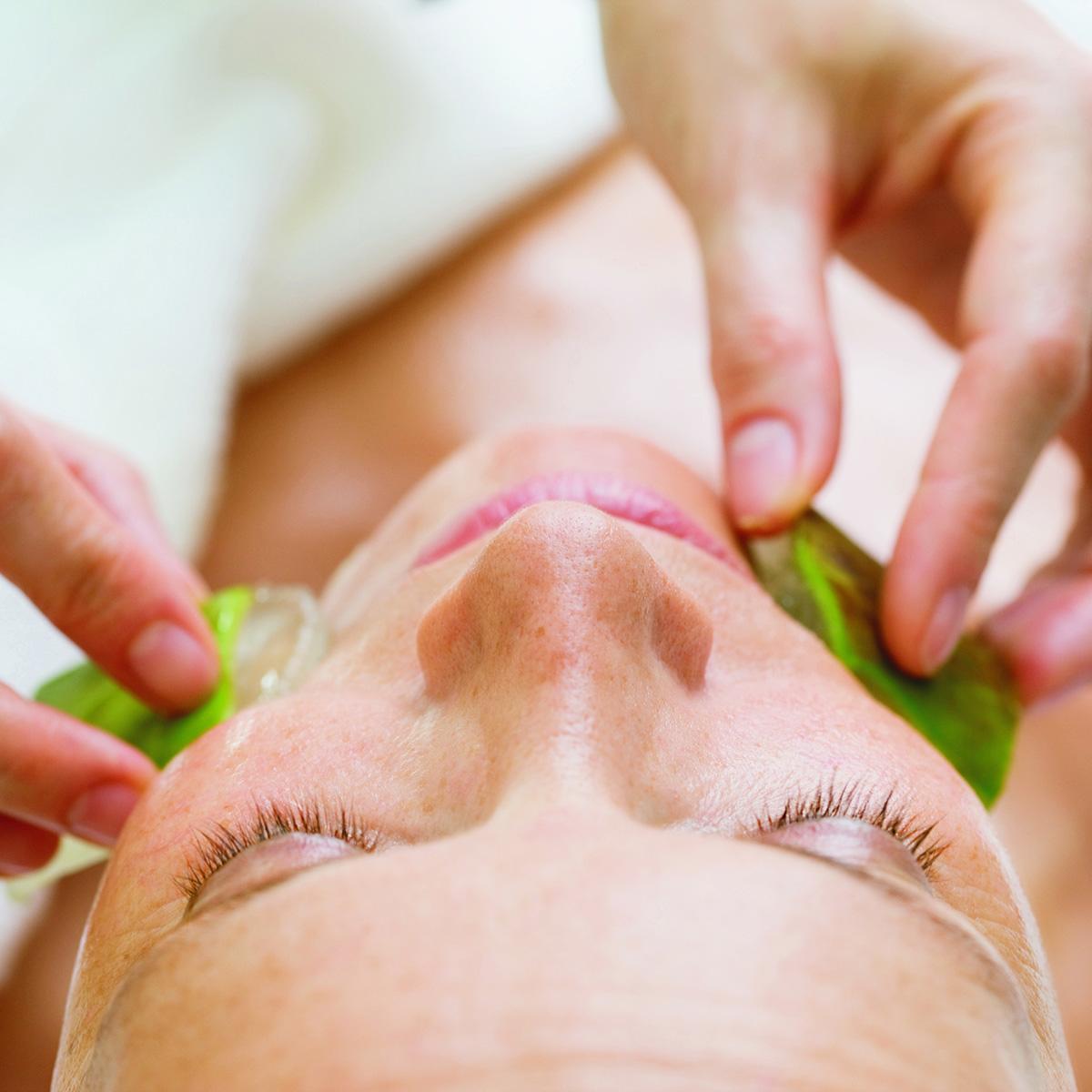 Aloe Vera Face Treatment_Pharmos Natur