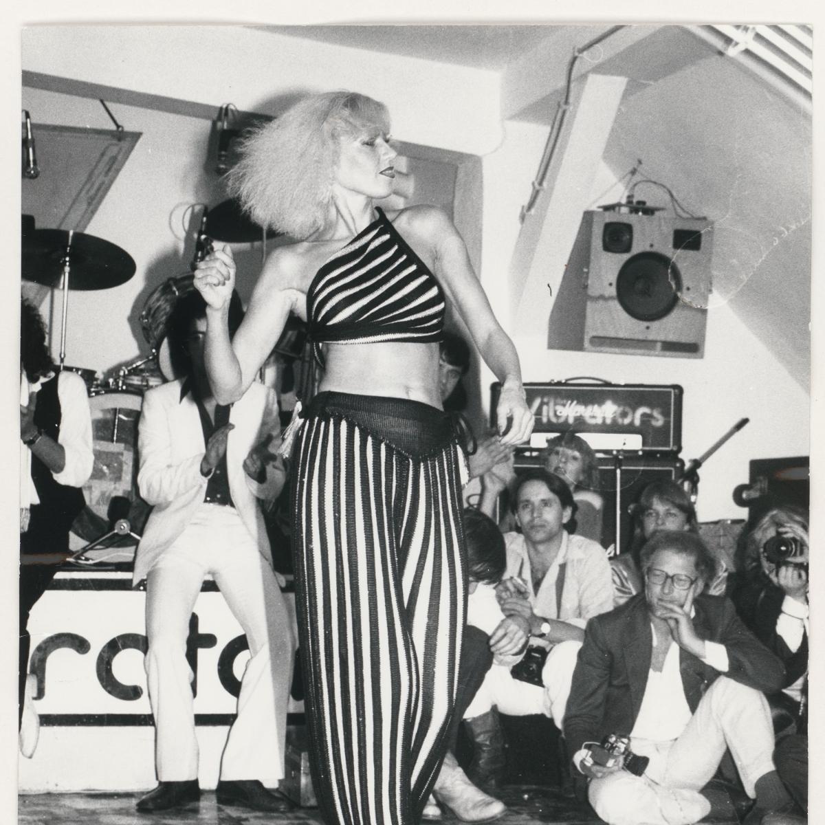 Rich Richter, Ohne Titel (Modenschau Pablo Picasso, fabrikneu), Silbergelatine-Vintageprint, 1977,  Rich Richter