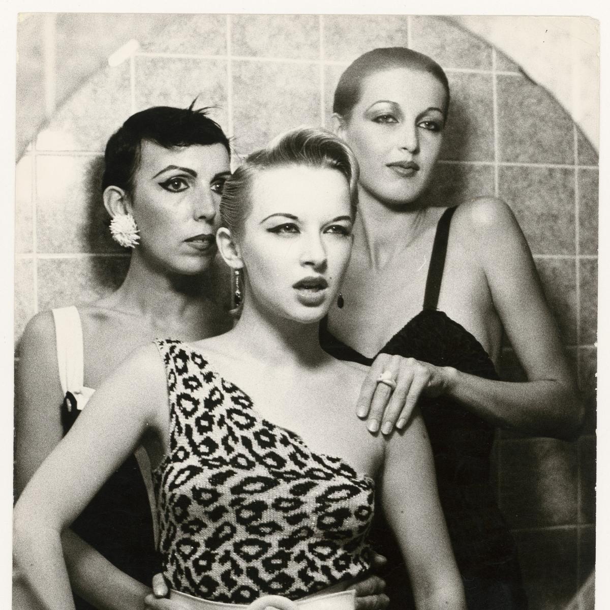 Ulrike Ottinger, Ohne Titel (Claudia Skoda, Tabea Blumenschein & Jenny Capitain), Silbergelatine-Vintageprint, ca. 197778,  Ulrike Ottinger