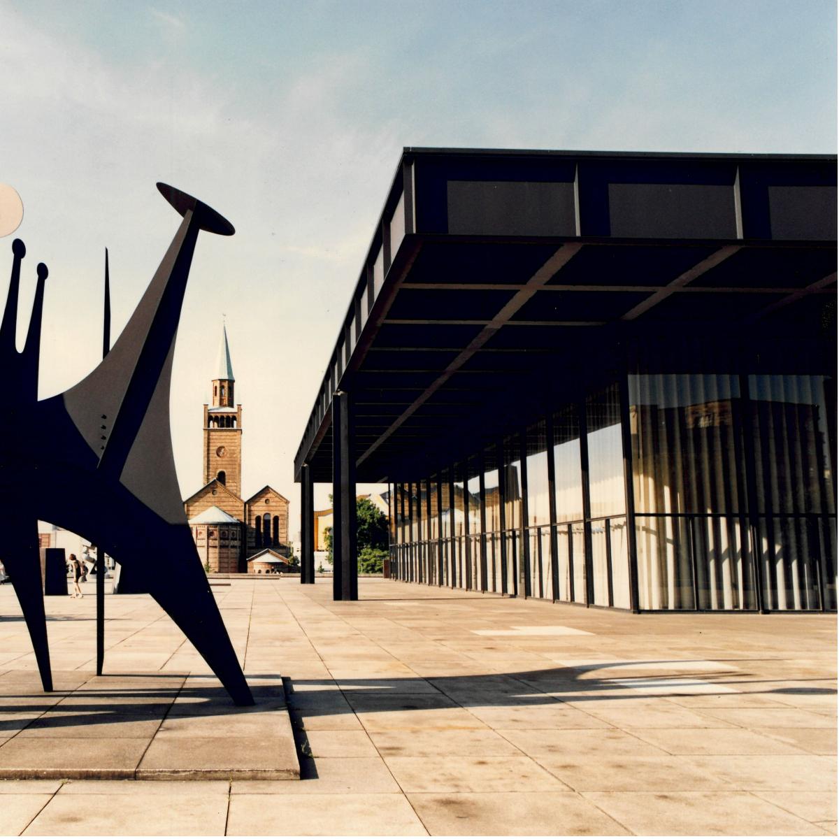 """Alexander Calder. Minimal  Maximal """"Ttes et Queue"""" (1965) von Alexander Calder, 1993 Staatliche Museen zu Berlin, Nationalgalerie  Reinhard Friedrich"""