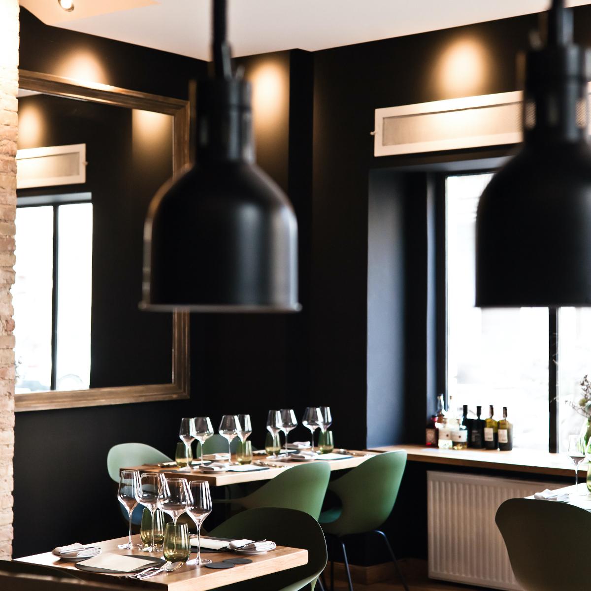 Restaurant faelt Berlin by Lily Roggemann