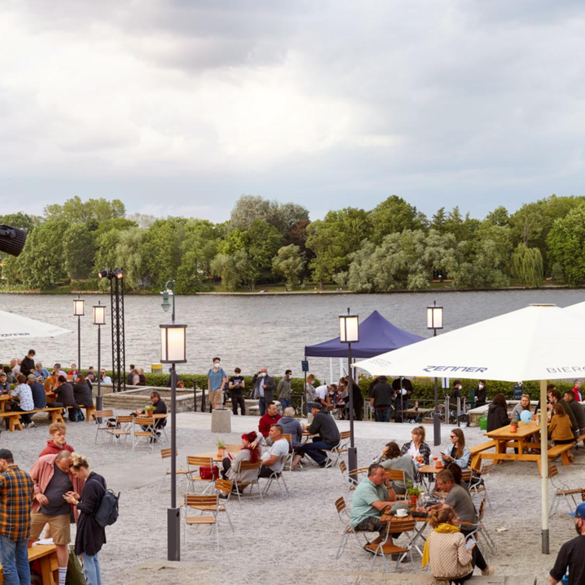 Bier- und Weingarten by Janek Grahmann