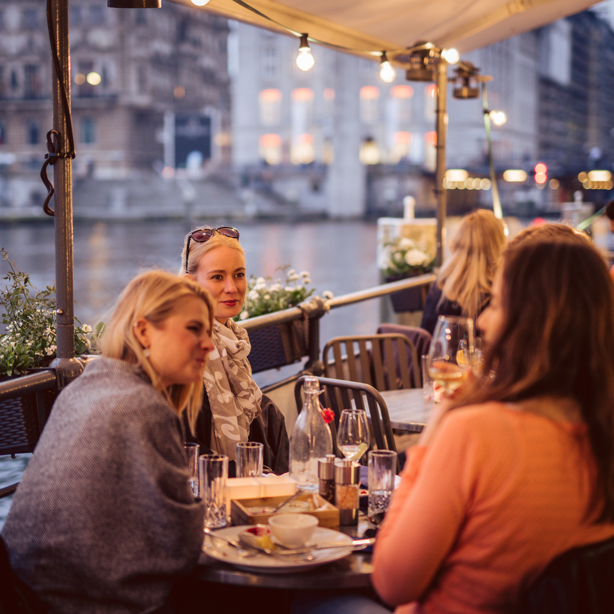 Vlet Kitchen & Bar Hamburg Dinner direkt auf dem Wasser
