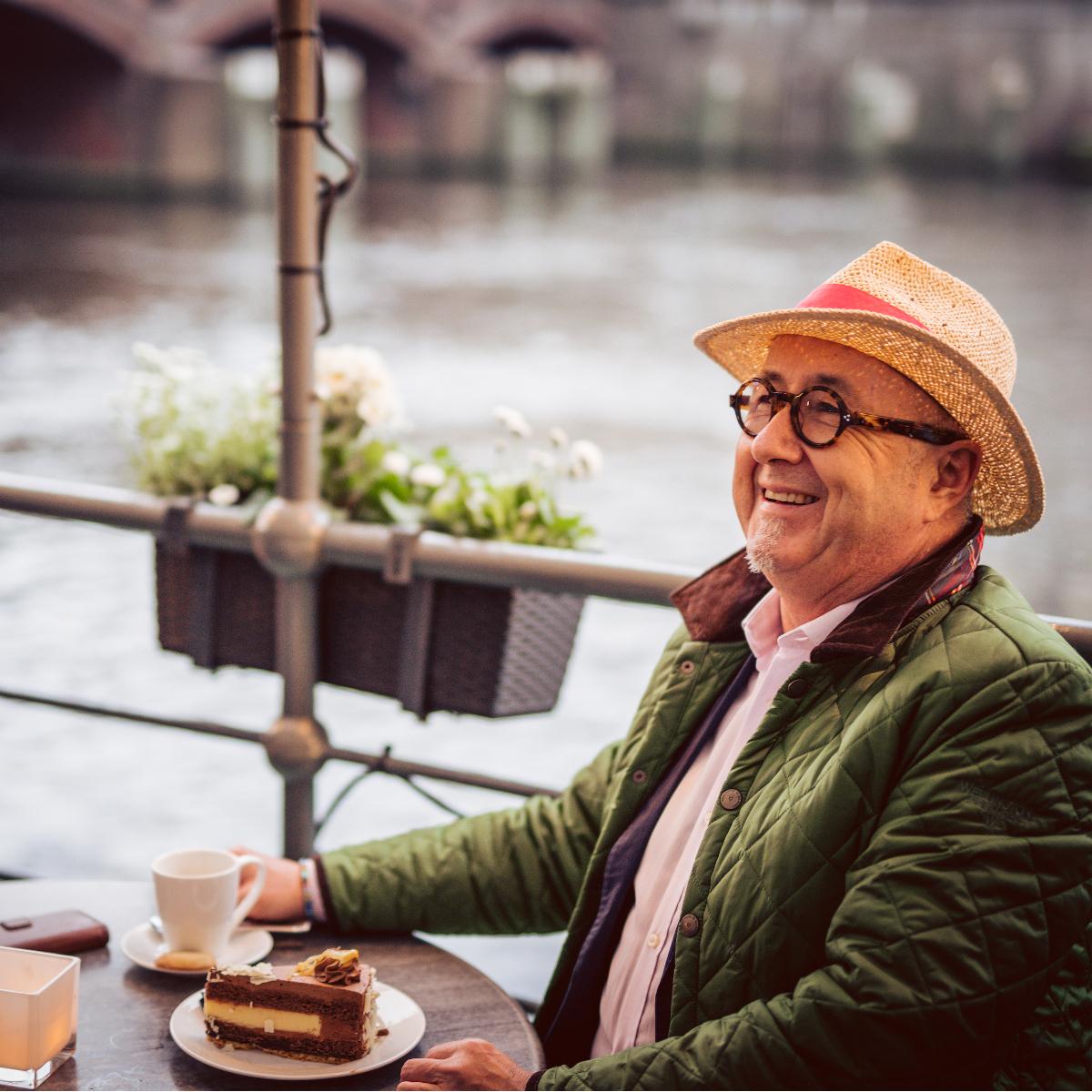 Vlet Kitchen & Bar Hamburg Kaffee und Kuchen am Wasser
